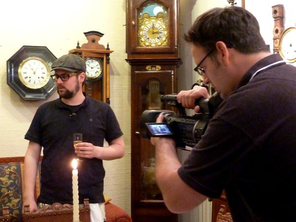 Ein Kameramann filmt beim Magic Garden Supper-Club