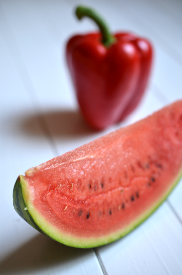 Wassermelone und rote Paprika für Gazpacho