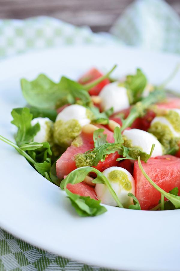 Melonen-Mozarella-Salat mit Pesto