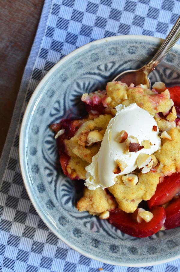 Herbst-Dessert: Pflaumen-Cantuccini-Crumble