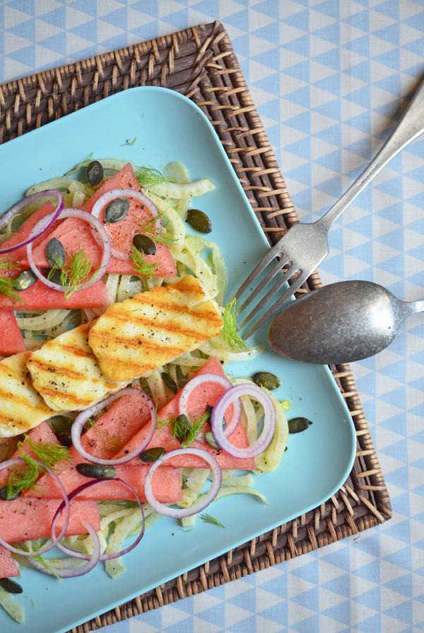 Wassermelonen-Fenchel-Salat mit griechischem Grillkäse (Haloumi)