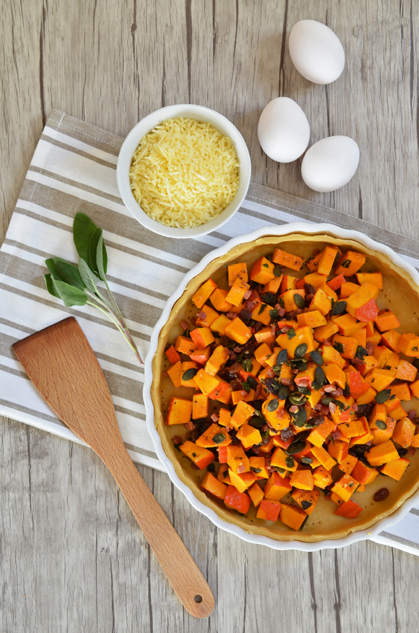 Rezept für Kürbis-Quiche mit Rosinen, Speck und Salbei