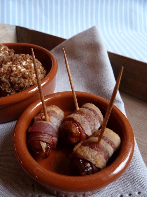 Spanische Tapas: Datteln im Speckmantel