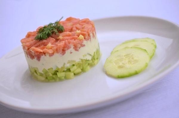Rezept für Gurken-Lachs-Tartar mit Wasabicreme - Foto 1