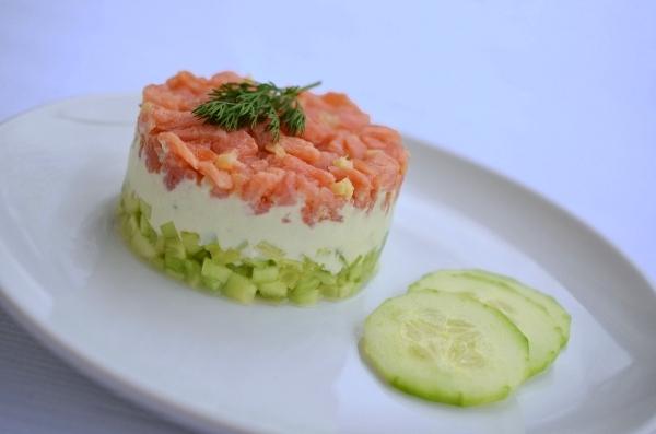 Rezept für Gurken-Lachs-Tartar mit Wasabicreme - Foto 3