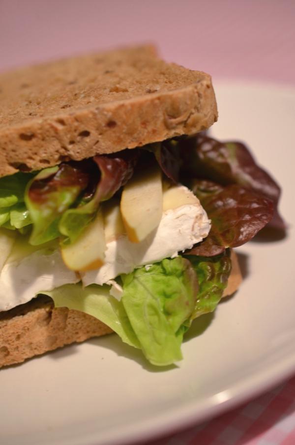 Bürofood: Birnen-Camembert.-Sandwich