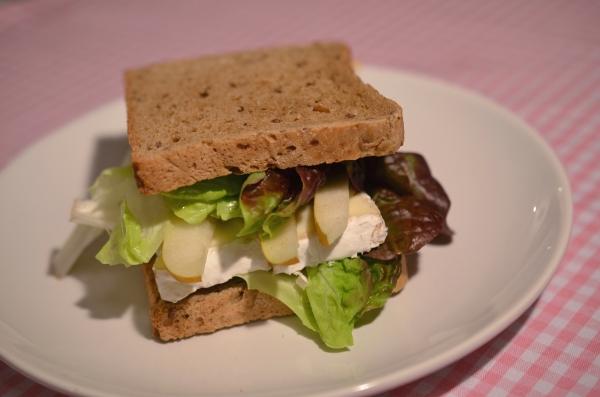 Bürofood: Camembert-Birnen-Sandwich