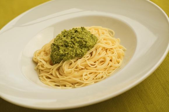 Rezept für Spaghetti mit Rucola-Haselnusspesto – Foto 3