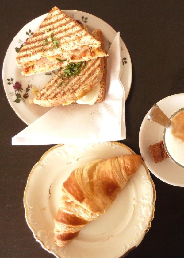 Frühstück im Café Hüftgold in FLingern