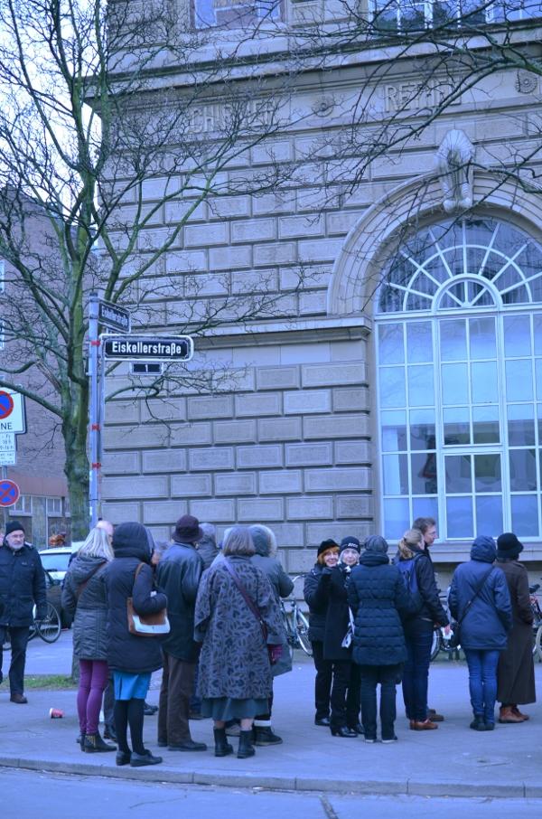 Schlange vor der Düsseldorfer Kunstakademie