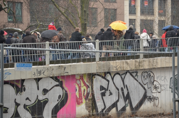 Tausendfüßler in Düsseldorf mit Grafitti