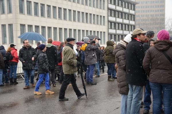 Düsseldorf - Menschen auf dem Tausendfüßler