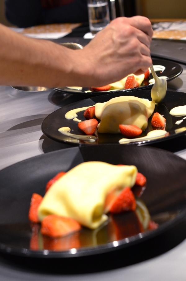Crêpes mit Macha-Eis im Restaurant Benkay Teppanyaki im Hotel Nikko Düsseldorf