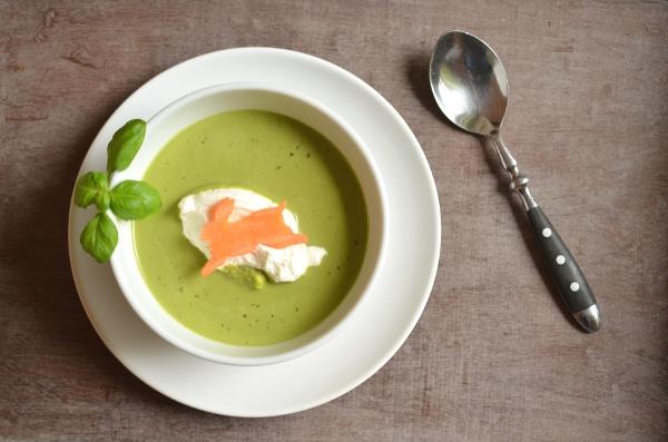 Rezept für das Ostermenü: Basilikumschaum-Süppchen (Vorspeise)