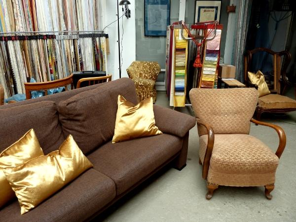 Altes Sofa neu gepolstert und bezogen