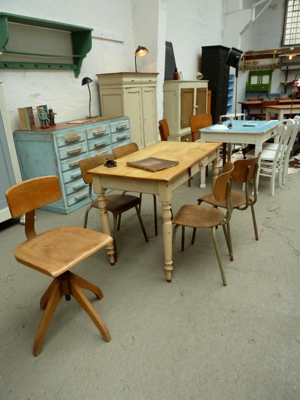 Shabby Chic: Vintage-Tische und Stühle