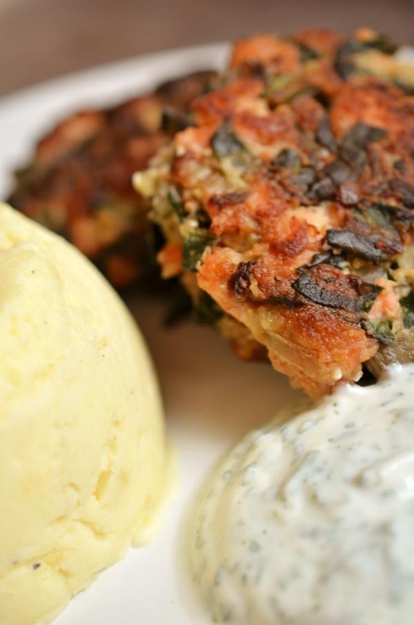 Hauptegericht: Lachs-Mangold-Buletten mit Kartoffel-Meerettich-Stampf - 3