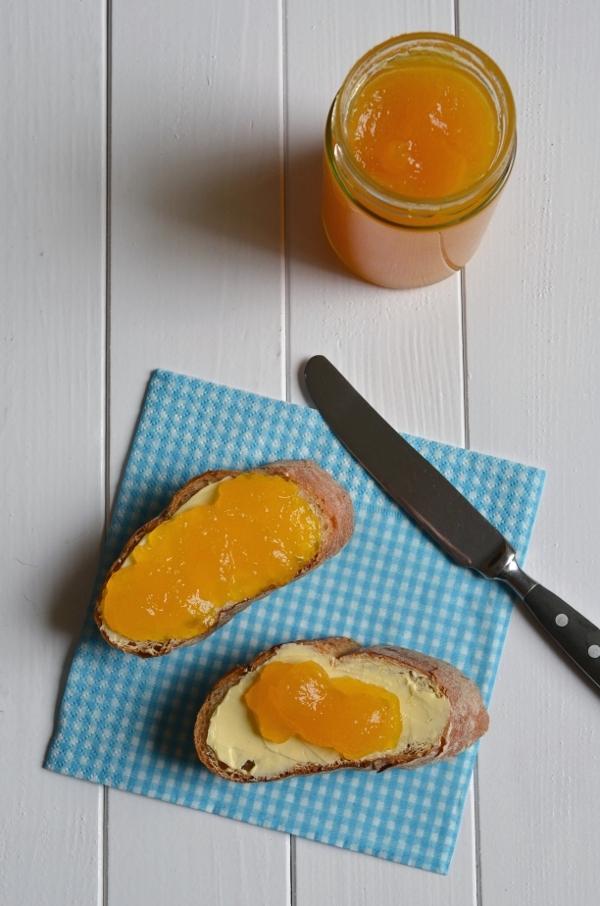 Fruchtiger Brotaufstrich: Orangen-Whiskey-Gelee