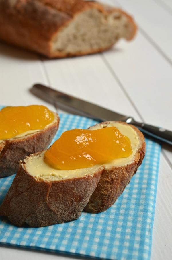 Orangen-Whiskey-Gelee auf Brot - Nahaufnahme