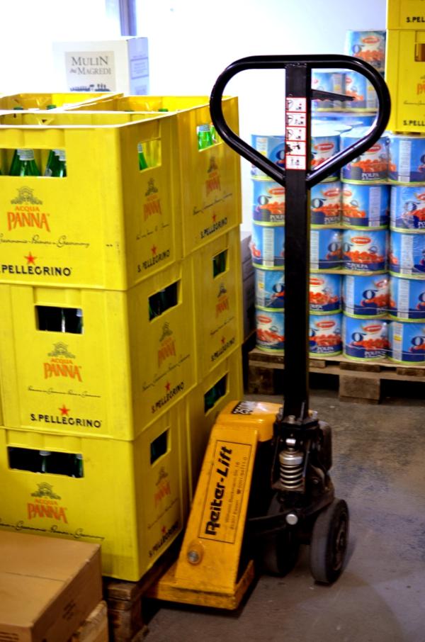 Italienische Oliven im Supermarkt Centro