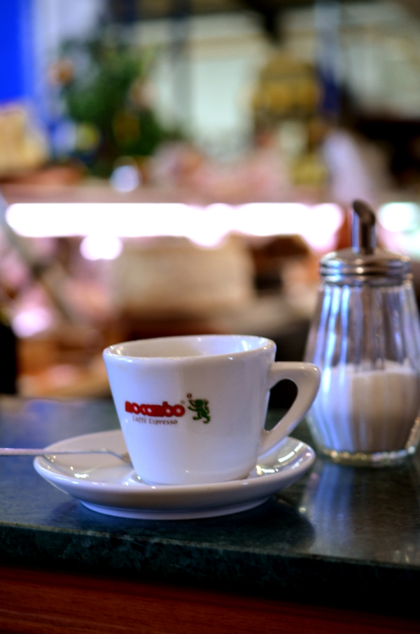 Espressobar im italienischen Supermarkt Centro
