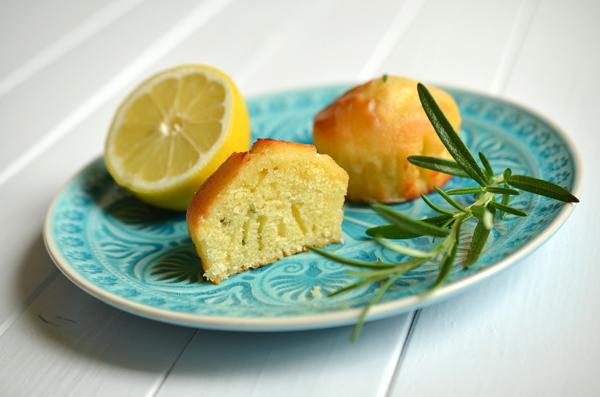 Rezept auf www.rheintopf.com: Zitronenküchlein mit Rosmarin und Olivenöl
