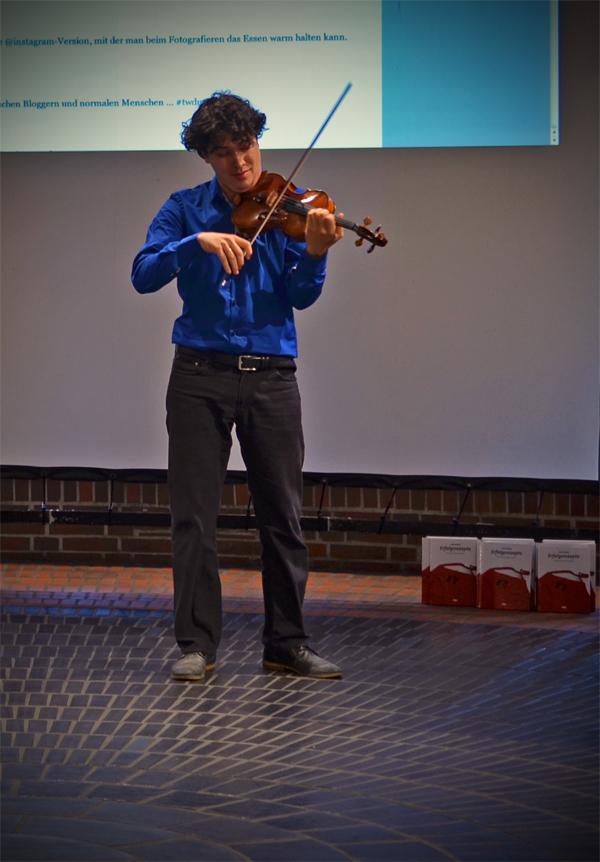Der Geiger Noé Inui beim 6. Düsseldorfer Twittwoch in der Tonhalle