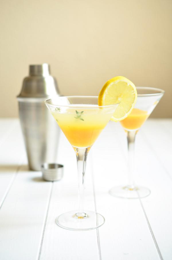 Cocktal für den Sommer: Summer Kiss mit Pfirsich und Thymian