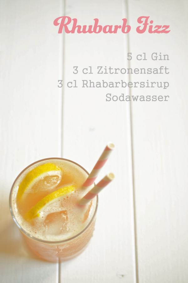 Cocktail-Rezept: Rhubarb Fizz - eine Abwandllung des Gin Fizz mit Rabarbersirup