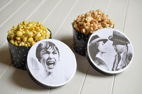 Herzhaftes Popcorn mit Curry und Salz, süüßes Popcorn mit Zimt und Zucker