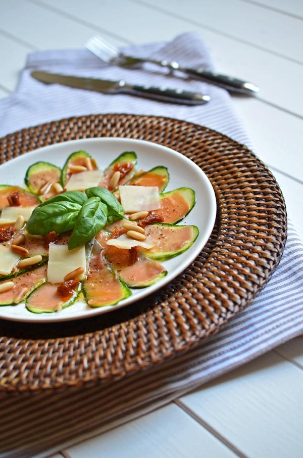 Mediterranes Zucchinicarpaccio mit Serrano- oder Parmaschinken