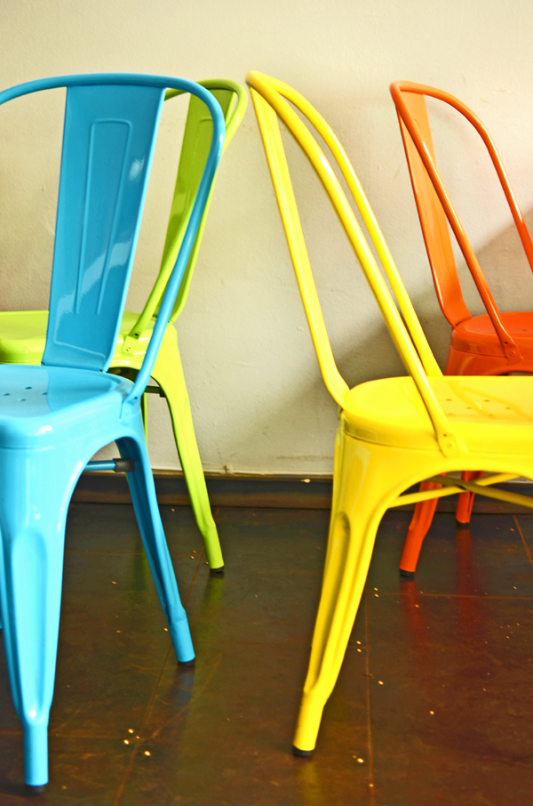 Bunte Stühle im An Banh Mi in Düsseldorf-Flingern