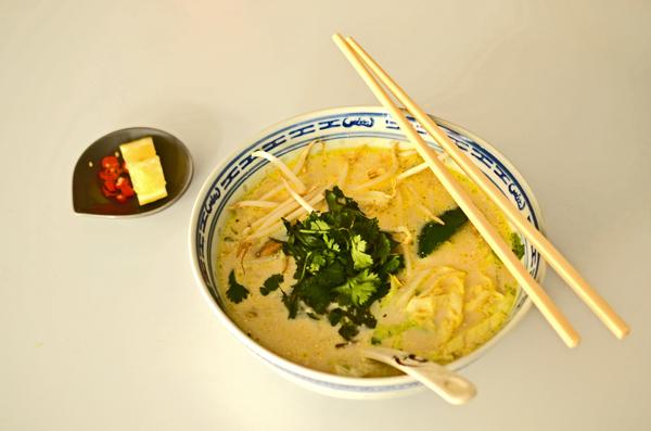 Vietnamesische Hühnchen-Kokos-Suppe im An Banh Mi in Düsseldorf