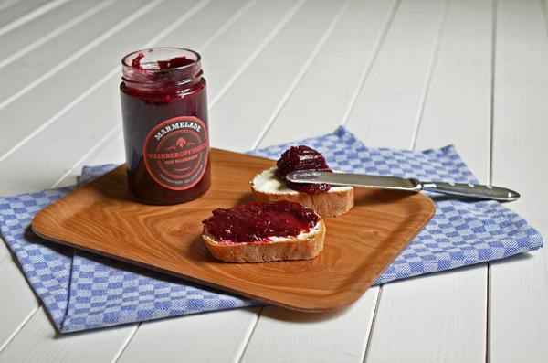 Marmelade bzw. Konfitüre vom Weinbergpfirsich mit Rosmarin