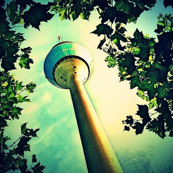 Düsseldorfs Wahrzeichen, der Rheinturm