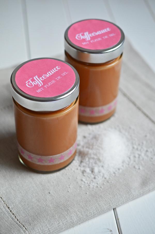 Geschenk aus der Küche: selbstgemachte Toffeesauce mit Fleur de Sel