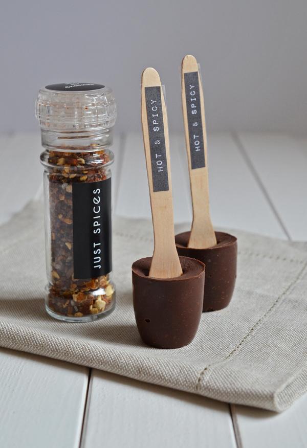 Selbstgemachte Trinkschokolade mit Chili