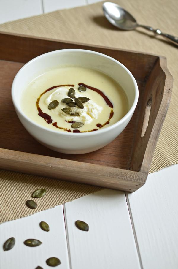 Blumenkohlsuppe frisch serviert