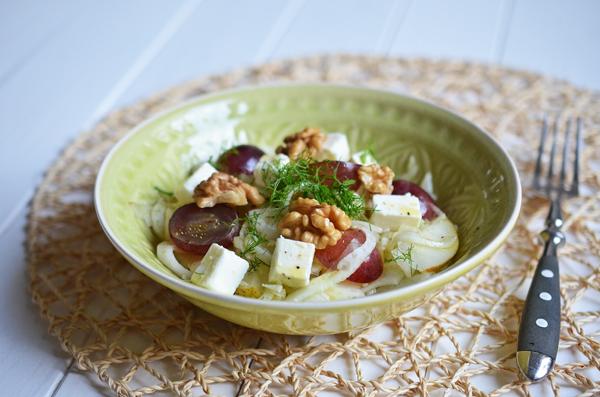 Fenchelsalat mit Trauben und Schafskäse