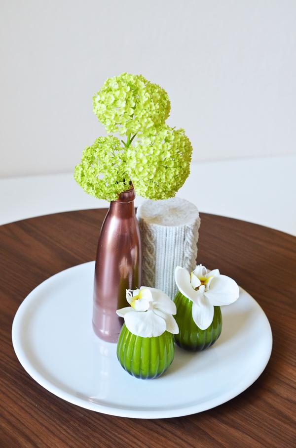 Frühlingsdeko mit Blumen und selbstgemachter Kupfervase