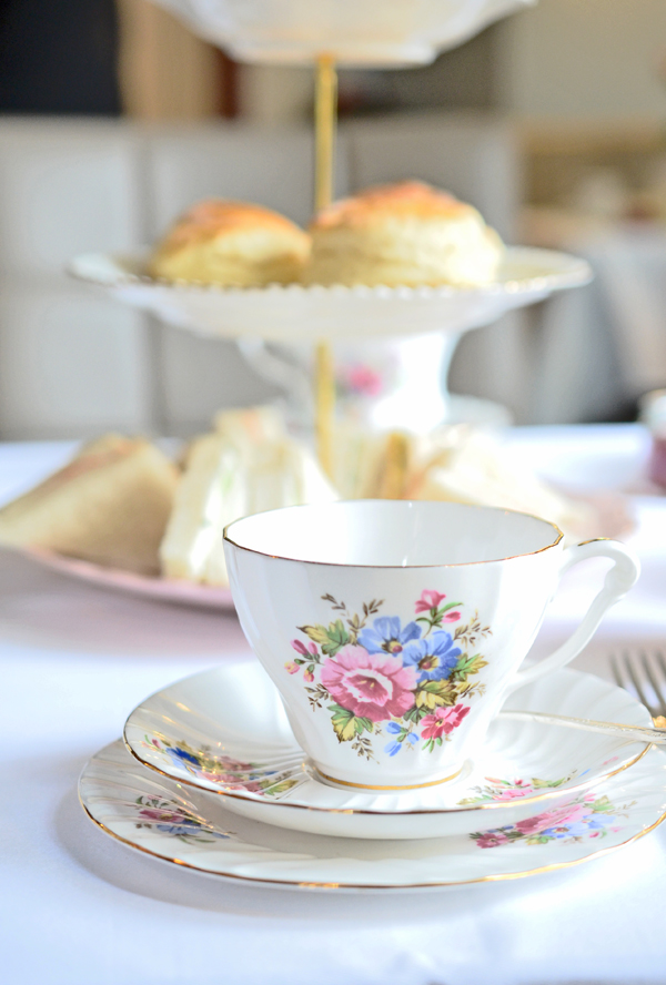 Afternoon Tea mit Scones und Clotted Cream