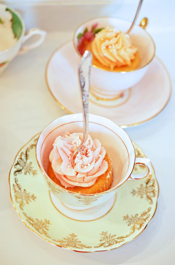 Cupcakes mit Buttercreme für die Vintage Tea Party