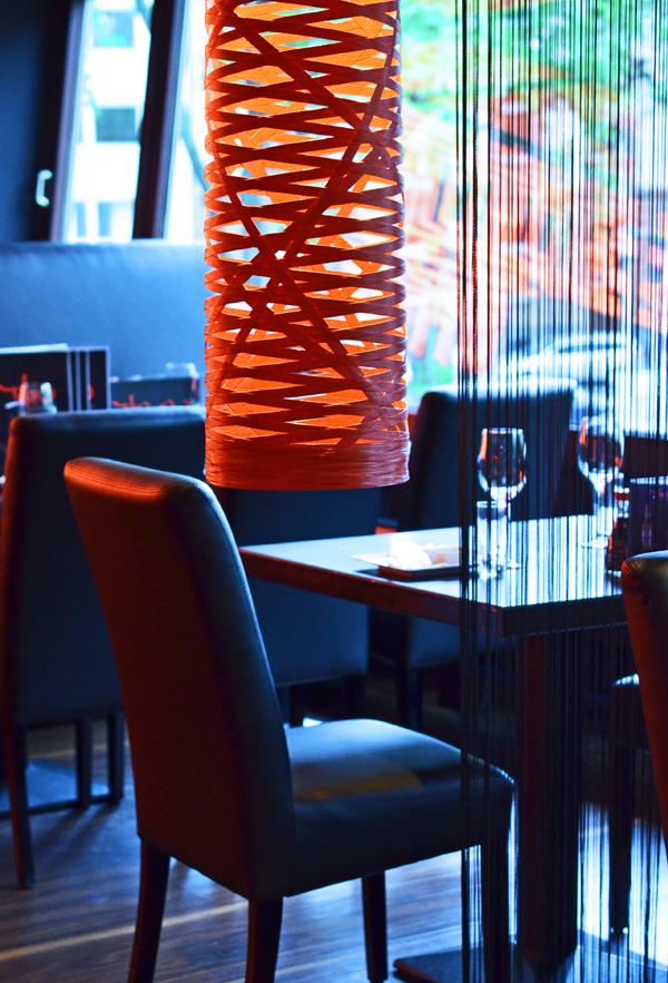 Die Tokyo Lounge in Düsseldorf hat breite Fensterfronten