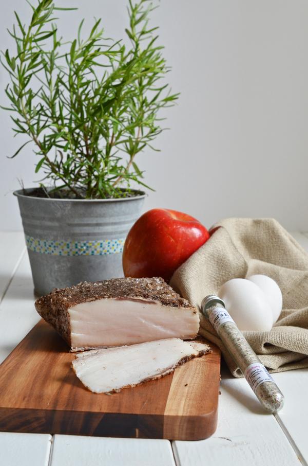 Improvisieren mit Lardo di Collonata, Äpfeln, Rosmarin und Eiern