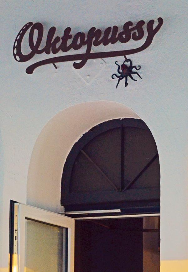 Eingang zum Restaurant Oktopussy in Düsseldorf