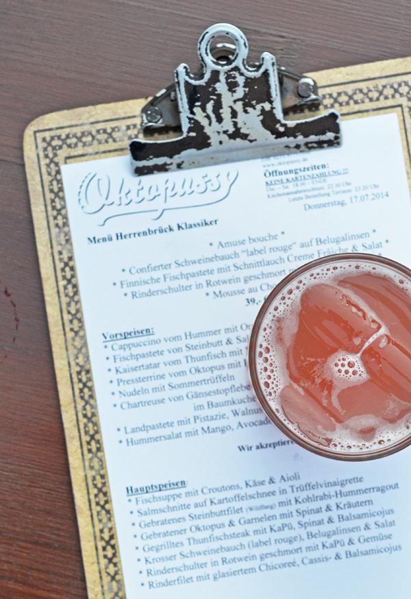 Rhabarberschorle im restaurant Oktopussy in Düsseldorf