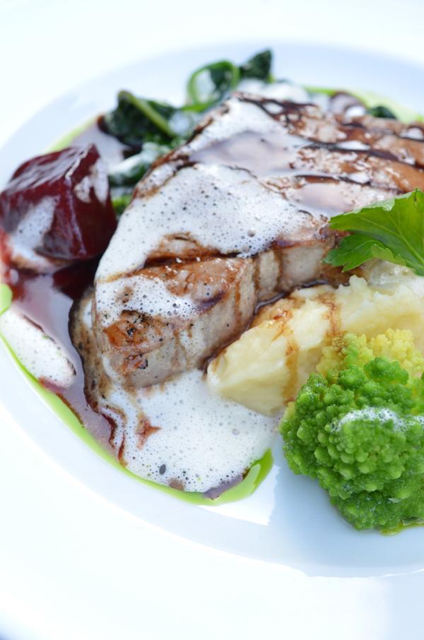 Thunfischsteak im Düsseldorfer Restaurant Oktopussy