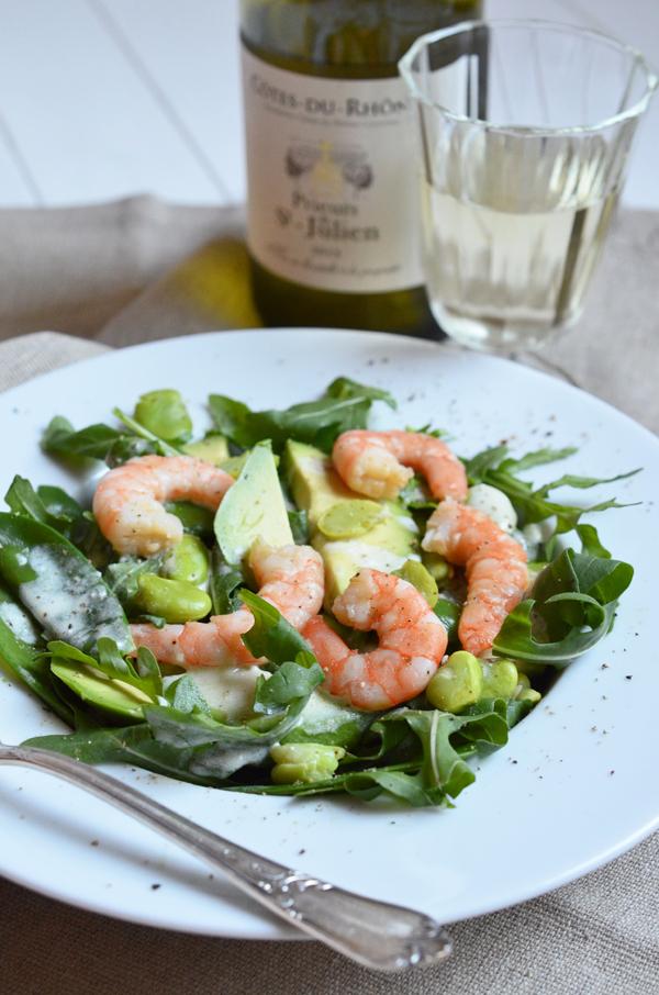 Sommersalat mit Zuckerschoten, Dicke Bohnen, Avocado, Rucola und Garnelen