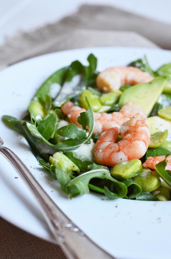 Grüner Sommersalat mit Garnelen und Zitronendressing