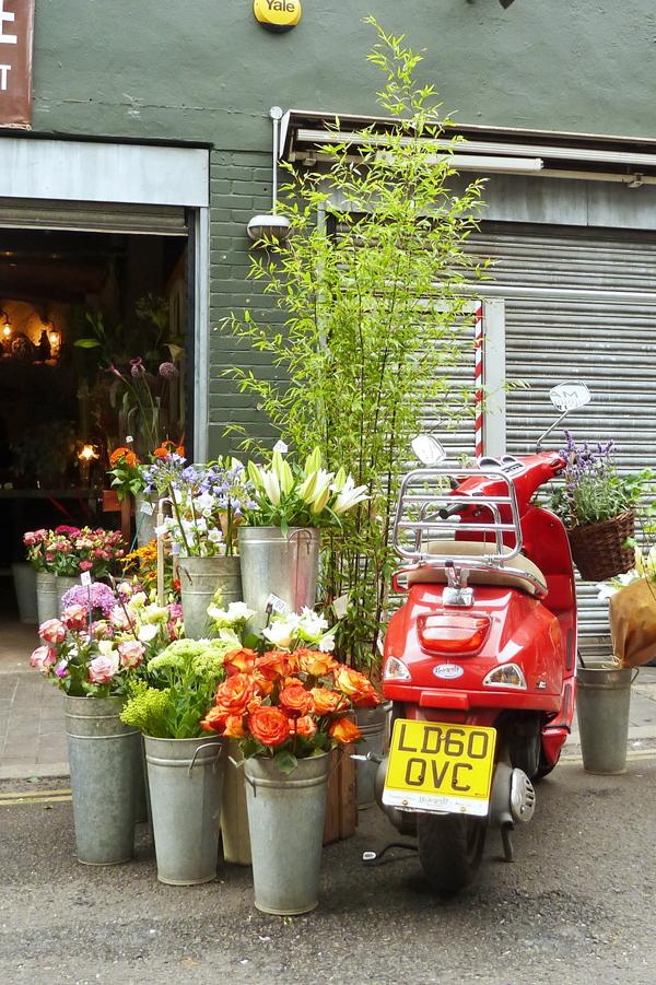 Moped vor dem Borough Market in London